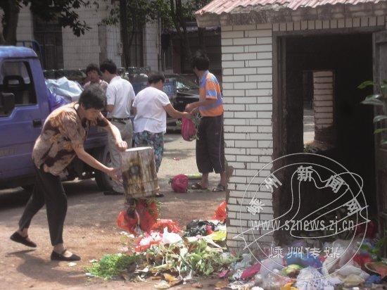 Mettre des déchets sur le trottoir