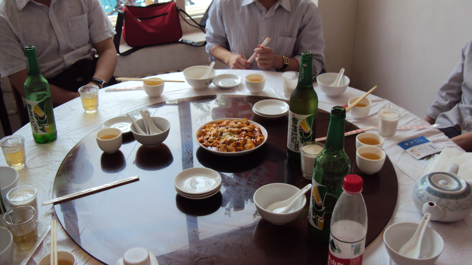 Table tournante dans restaurant chinois