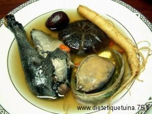 Le poulet aux os noirs en soupe