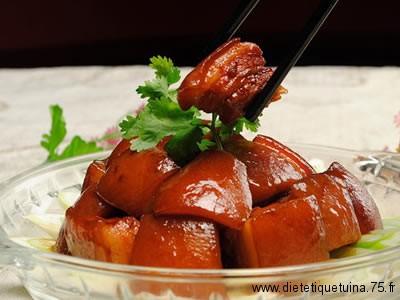 Manger avec des baguettes chinoises