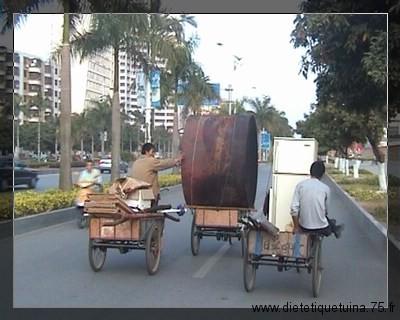 Transporter un objet lourd avec un tricycle