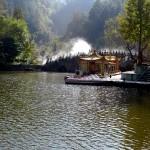Lac au bas des temples