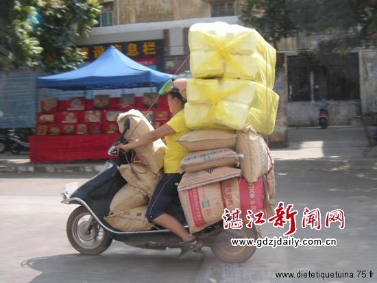 Les scooters en chine très chargés